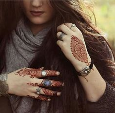 If You Looking For Interesting Mehendi Design Then You On Right Destination. Mehendi Is Made On festivals And It is Widely Used In Function . Unique Henna, Unique Mehndi Designs, Beautiful Mehndi Design, Arabic Mehndi Designs, Simple Henna, Henna Designs, Mehndi Tattoo, Henna Mehndi, Hand Henna