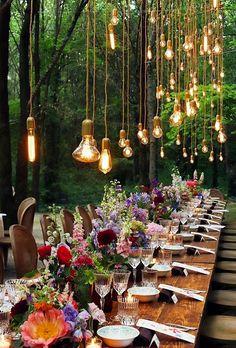 Varal de lâmpadas | Casamento iluminado é casamento ainda mais bonito e feliz! As luzinhas são tendência na decoração e aparecem em vários estilos de festa. Você gosta da ideia? Aproveite para se inspirar! Aqui, varal de luzinhas na decoração. #wedding #casamento #weddingdecor #decoracaodecasamento #lights #varaldelampadas #modernwedding Bohemian Wedding Reception, Bohemian Wedding Decorations, Wedding Table, Wedding Day, Decor Wedding, Wedding Receptions, Alternative Wedding Decorations, Bohemian Weddings, Wedding Dinner