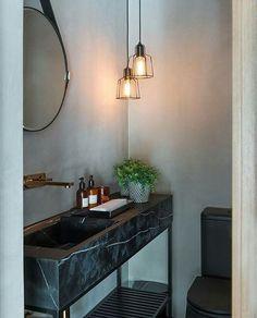 """Lavabo nada básico, e sim cheio de estilo! Destaque para a bancada sobre estrutura de um """"aparador"""". Amei ♡ Projeto Triplex Arquitetura #bathroom #bath #lavabo #toilet #designer #goodafternoon #decor #boatarde #sofisticado #estilo #instabest #glamour #homestyle #olioliteam #olioli #arquitetura #architecture #decoração #blogfabiarquiteta #fabiarquiteta"""