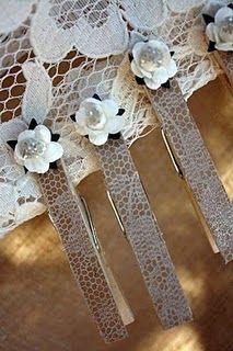 lace-y clothes pins use with chicken wire picture  frame!