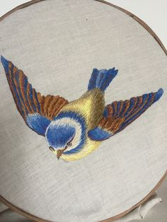 Embroidery Stitches, Embroidery Patterns, Hand Embroidery, Stitch Patterns, Cross Stitch Art, Bird Design, Valentine Crafts, Bird Art, Crafts To Make