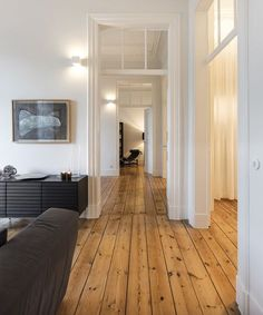 Studio GA Architecture tries to create a natural sense of the modern interior design in this apartment. That's why there are no many colors that they used to design the interior. Style At Home, Future House, House Goals, Cozy House, White Walls, Home Fashion, Travel Fashion, Home And Living, Simple Living