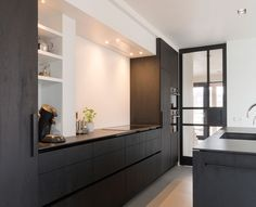 Maatwerk keuken schuurwoning arnhem Black Kitchens, Home Kitchens, Kitchen Organization, Kitchen Storage, Black Interior Design, Home And Living, Kitchen Dining, Sweet Home, New Homes