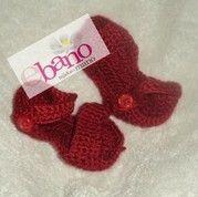 Escarpín tejido con forma de sandalias color rojo (Knit baby booties sandals shaped, color red)