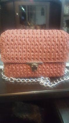 Crochet bag with feather stitch Feather Stitch, Handmade Bags, Crochet Stitches, Wallet, Handmade Handbags, Crochet Tutorials, Purses, Diy Wallet, Homemade Bags