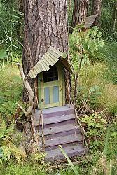 Шедевр!! Именно в таких домиках жили персонажи повестей о Винни Пухе! :)