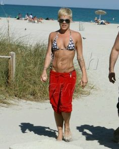 1000  images abo...P!nk Abs