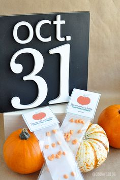 """Halloween Candy Buttons with """"Cute as a button"""" printable www.thirtyhandmadedays.com"""