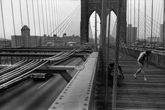 1969 Shot taken from the pedestrian walkway of Brooklyn Bridge. © Richard Kalvar/Magnum Photos