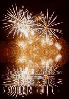 belle image ,reflet ,feu d'artifice