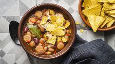 Pavuista ja mausteisesta makkarasta valmistat maukkaan ja ruokaisan keiton. Lisää tulisuutta halutessasi. Tämäkin resepti vain n. 1,70€/annos*.
