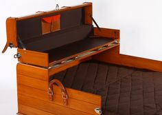 another trunk/bed.