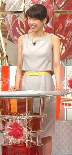 加藤綾子 乳首が透けているように見える服キャプ・エロ画像6