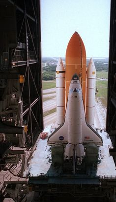 Visitar la NASA - I have watch 4 shuttle lift off's from 20 miles away on Cocoa Beach. Cosmos, Nasa Space Program, American Space, Space And Astronomy, Hubble Space, Space Rocket, Nasa Astronauts, Air Space, Space Shuttle
