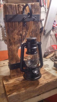 Lámpara madera in 2020 Unique Furniture, Industrial Furniture, Rustic Furniture, Diy Furniture, Cabin Lighting, Rustic Lighting, Woodworking Projects Diy, Diy Wood Projects, Rustic Lamps