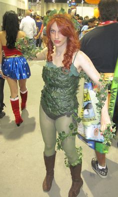 Wonder Woman is picking her butt! Poison Ivy Costumes, Quinceanera, Halloween Diy, Cosplay Costumes, That Look, Wonder Woman, Happy Holidays, Costume Ideas, Boots