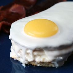 """This """"fried egg sandwich"""" hides a sweet surprise! This """"fried egg sandwich"""" hides a sweet surprise! Baking Recipes, Dessert Recipes, Snacks Recipes, Recipes Dinner, Brunch Recipes, Soup Recipes, Cookie Recipes, Fingers Food, Delicious Desserts"""
