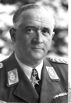 Robert Ritter von Greim , born 22 June 1892 in Bayreuth and died 24 May 1945 in Salzburg ) was a German officer in the army and air. Appointed Generalfeldmarschall - Marshal is - after the sacking of Göring in 1945 , he was in the last days of World War II , the last commander of the Luftwaffe .