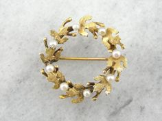 Hey, I found this really awesome Etsy listing at https://www.etsy.com/listing/198999178/vintage-pearl-wreath-pin-with-pretty-oak