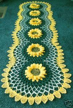 trilhos de mesa em croche com flores   Caminho de Mesa com Flores Girasol.....