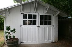 Montavilla craftsman bungalow shed Craftsman Home Decor, Craftsman Exterior, Craftsman Bungalows, Craftsman Style, Exterior Paint, Interior And Exterior, Backyard Studio, Backyard Ideas, Garage Door Styles
