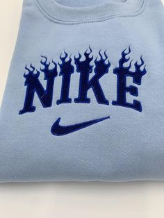 Nike Sweatshirts, Embroidered Sweatshirts, Embroidered Clothes, Nike Outfits, Retro Outfits, Teen Fashion Outfits, Vintage Crewneck Sweatshirt, Diy Sweatshirt, Cute Comfy Outfits