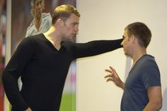 I wish Neuer would corner me against the wall like this... geeze...