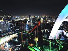 Bangkok. Mieliśmy również okazję podziwiać panoramę miasta z tarasu restauracji, znajdującej się na dachu jednego z najwyższych budynków.