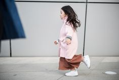 On the streets of Seoul Fashion Books, Fashion News, Girl Fashion, Seoul Fashion, Cute Kids Fashion, Little Fashion, Pretty Kids, Cool Kids, Toddler Girl Outfits