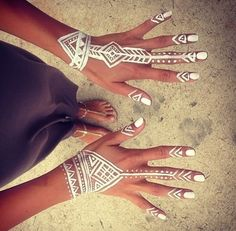 cool way to add unique style to your summer party or festival look great on holiday and for club nights too tribal boho hand makeup white out // do for every music festival, concert, it'll be glow-in-the-dark! Mehndi Designs, Tattoo Designs, Ongles Funky, Henna Motive, Beauty And More, Hena, Style Tribal, Henne Tattoo, Jagua Henna