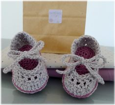 baby mary janes (crochet - Ravelry) Plus Knit Baby Shoes, Crochet Baby Boots, Crochet Sandals, Baby Girl Crochet, Crochet Baby Clothes, Crochet Shoes, Crochet Slippers, Love Crochet, Crochet For Kids