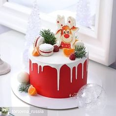 New birthday cake decorating ideas Christmas Cake Decorations, Christmas Food Gifts, Holiday Cakes, Christmas Desserts, Chanel Birthday Cake, 18th Birthday Cake, Chocolate Drip Cake Birthday, Cake Lettering, Peppermint Cake