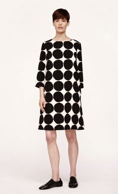 NEW ARRIVALS: Marimekko's Finish Design Flare For Prints + Colours are Celebrated 7 Must-Have Fall 2018 Items FashionWeek.pro has just become an affiliate publishing partner with Marimekko … Frock Fashion, Girl Fashion, Fashion Dresses, Fashion Design, Quirky Fashion, 1960s Fashion, Marimekko Dress, Spring Fashion, Autumn Fashion