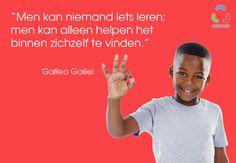 """Quote van Galileo Galilei: """"Men kan niemand iets leren; men kan alleen helpen het binnen zichzelf te vinden."""""""