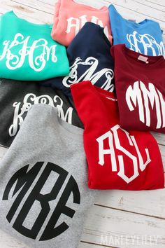 Check out Marleylilly's great selection of Monogrammed Crewneck Sweatshirts for women and add stylish season-spanning versatility to your cool weather wardrobe. Vinyl Monogram, Monogram Shirts, Vinyl Shirts, Baby Monogram, Preppy Style, My Style, Crew Neck Sweatshirt, Autumn Fashion, Cute Outfits