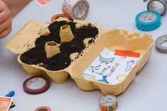 Huerto en una huevera. - AEIOUTURURU | Talleres creativos para peques Washi, Desserts, Diy, Food, Outdoor Activities Toddlers, Cool Things, Vegetable Gardening, Tailgate Desserts, Bricolage