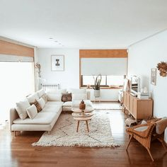 Beautiful Small Living Rooms That Work. Check out these small living room ideas and design schemes for tiny spaces. Take a look at the best small living room ideas. Rugs In Living Room, Room Design, Popular Living Room, Living Room Decor, Minimalist Living Room, Apartment Decor, Living Room Carpet, Apartment Living Room, Boho Living Room