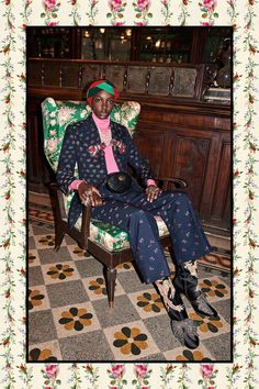 Gucci just released images of its Pre-Fall 2017 collection, and we spotted a major trend among the gorgeous shoes. Gucci Fashion, Fashion 2017, Love Fashion, Fashion Show, High Fashion, Fashion Models, Gucci Pre Fall 2017, Gucci 2017, Gucci Gucci