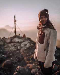 Feel and appear top notch inside the great outdoors with your stylish and cozy hiking outfitideas for mothers. Cute Hiking Outfit, Trekking Outfit, Camping Outfits, Hiking Outfits, Casual Skirt Outfits, Cute Outfits, Sport Outfits, Winter Hiking Boots, Outdoorsy Style