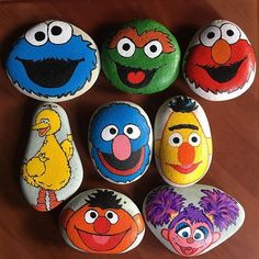 Looking for some easy painted rock ideas to get inspired by? See more ideas about Rock crafts, Painted rocks and Stone crafts. Looking for some easy painted rock ideas to get inspired by? See more ideas about Rock crafts, Painted rocks and Stone crafts. Rock Painting Patterns, Rock Painting Ideas Easy, Rock Painting Designs, Paint Designs, Pebble Painting, Pebble Art, Stone Painting, Diy Painting, House Painting