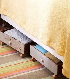 Gavetas velhas permitem que você utilize o espaço debaixo da cama