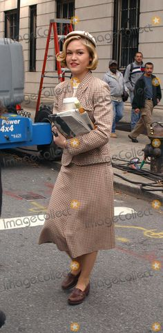 mona lisa smile costume couture mona lisa smile  dressed in vintage outfit julia stiles seen carrying a cup of coffee newspaper and a bottle of vine as she takes a break from filming mona lisa smile on
