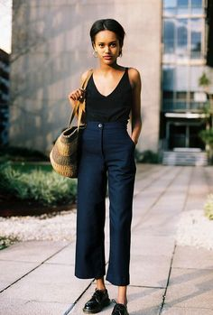 martens shoes + high waisted straight line trousers + black tank top = perfect mid season outfit Lucie Pants Looks Street Style, Looks Style, Style Me, Look Fashion, Daily Fashion, Fashion Outfits, Fashion Trends, Mode Jeans, Women's Jeans