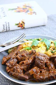 Dit gerecht van langzaam gegaard varkensvlees in ketjapsaus, oftewel babi ketjap, stond lang op mijn wish list om zelf te maken. Eindelijk was het zover!