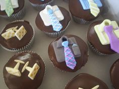 Discover Cool Themed Cakes & Cupcake Decorating Ideas For Dad On Fathers Day and make Father's Day extra special . Fathers Day Cupcakes, Cupcakes For Men, Fathers Day Cake, Custom Cupcakes, Themed Cupcakes, Yummy Cupcakes, Fondant Cakes, Cupcake Cakes, Cup Cakes