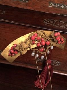 ANTIQUE-VICTORIAN-EDWARDIAN-GOLD-GILT-PEARL-CORAL-CHINESE-STYLE-HAIR-COMB-SLIDE