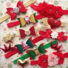 """А у нас коллекция повязочек """"Новый Год"""", как вам? Бантики 2️⃣0️⃣0️⃣ руб. текстильные цветочки с бусинами и стразами в центре 2️⃣3️⃣0️⃣ руб., заколочки (сердечки и короны) по 1️⃣0️⃣0️⃣ руб. Пока всем в одном экземпляре, пишите кому какие отложить Ведь уже начались новогодние фотосессии, успевайте приобрести красивые аксессуары для ваших деток ❗️И не забываем про акцию на отправку повязочек и заколок всего за 1️⃣0️⃣0️⃣ руб. по РФ❗️ #happykids_повязки #instamam_brn #повязки #повязкин..."""