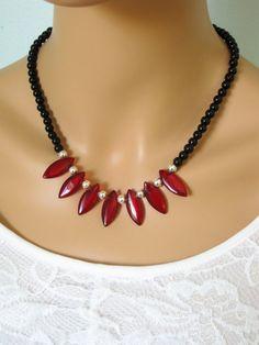 Negro rojo y plata collar de perlas collar por RalstonOriginals