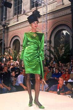 45 of the chicest fashion moments from 90s couture runway.
