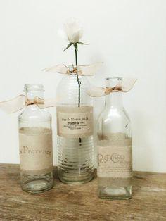 Botellas de vidrio como floreros